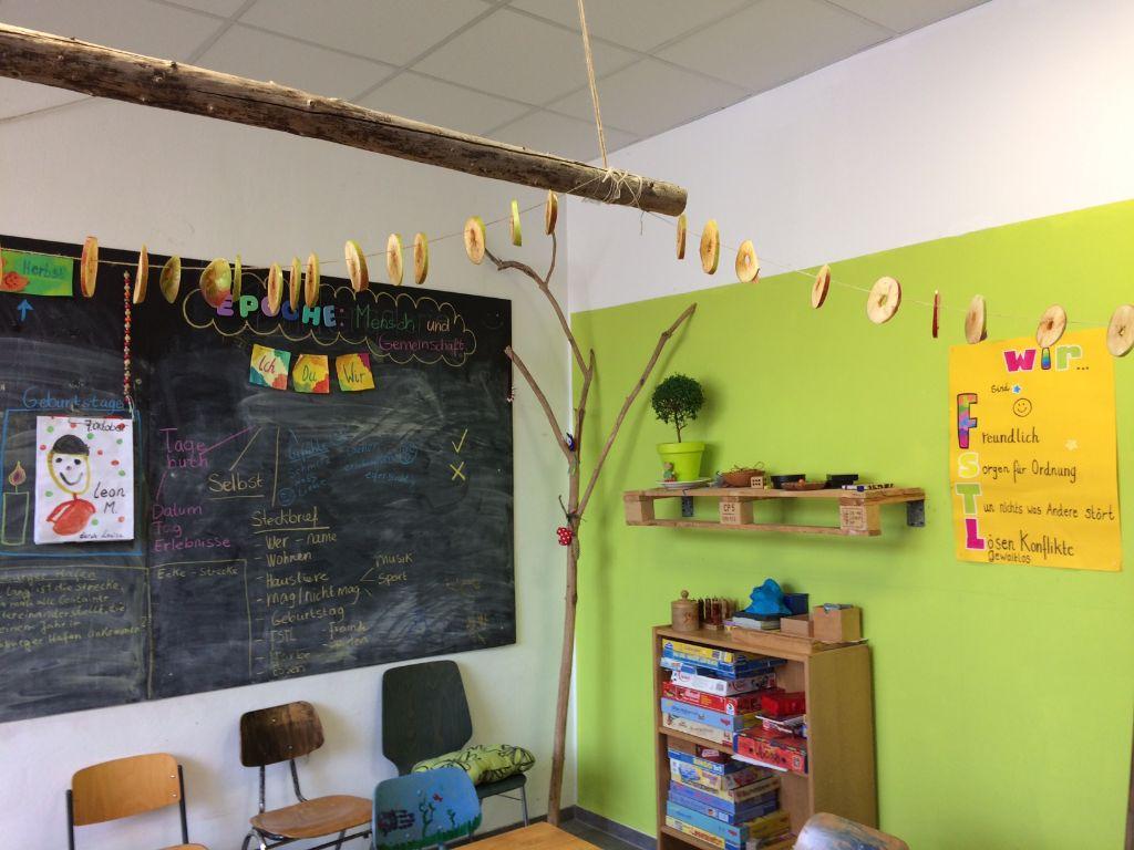Apfelringe aufgehängt